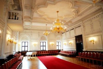 Białą sala czyli White Hall w ratuszu w Kownie