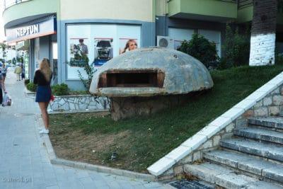 Bunkier blisko deptaku w Sarandzie Albania