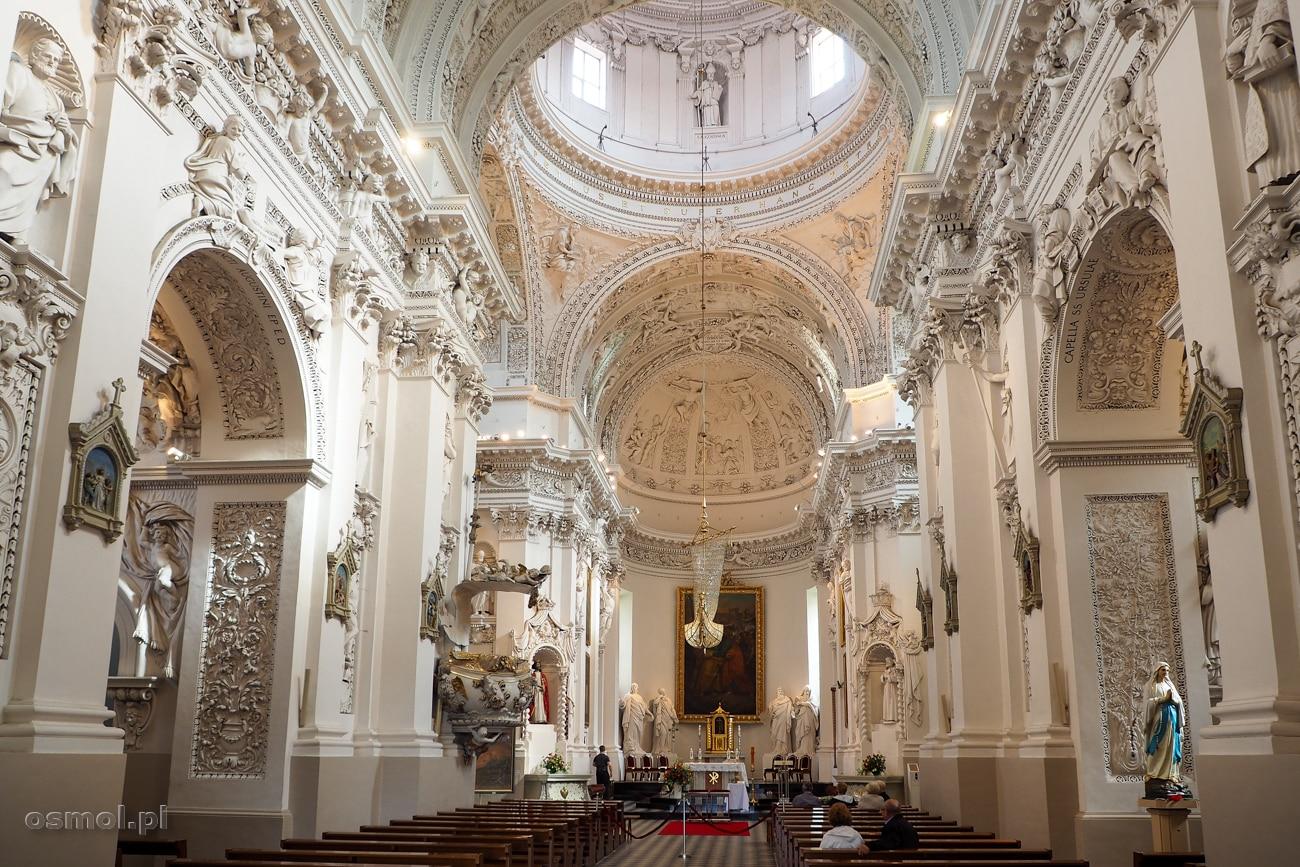 Bogato zdobione wnętrze Kościoła św. Piotra i Pawła na Antokolu w Wilnie zachwyca kunsztem i bogactwem detali. Tu można spędzić nawet kilka godzin.