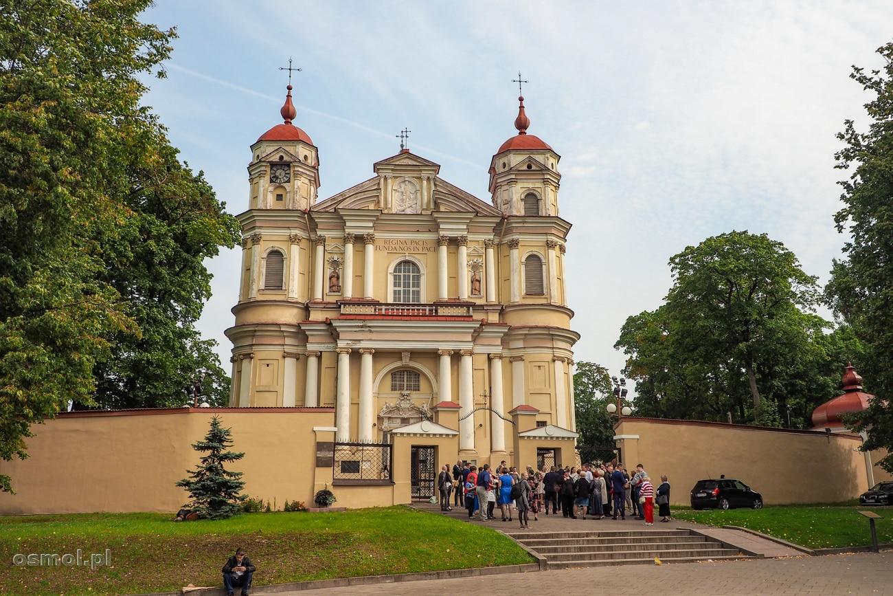 Kościół na Antokolu w Wilnie z zewnątrz nie wyróżnia się, a środku to istna perełka