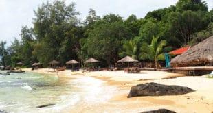 Plaża tuż obok restauracji na Koh Rong