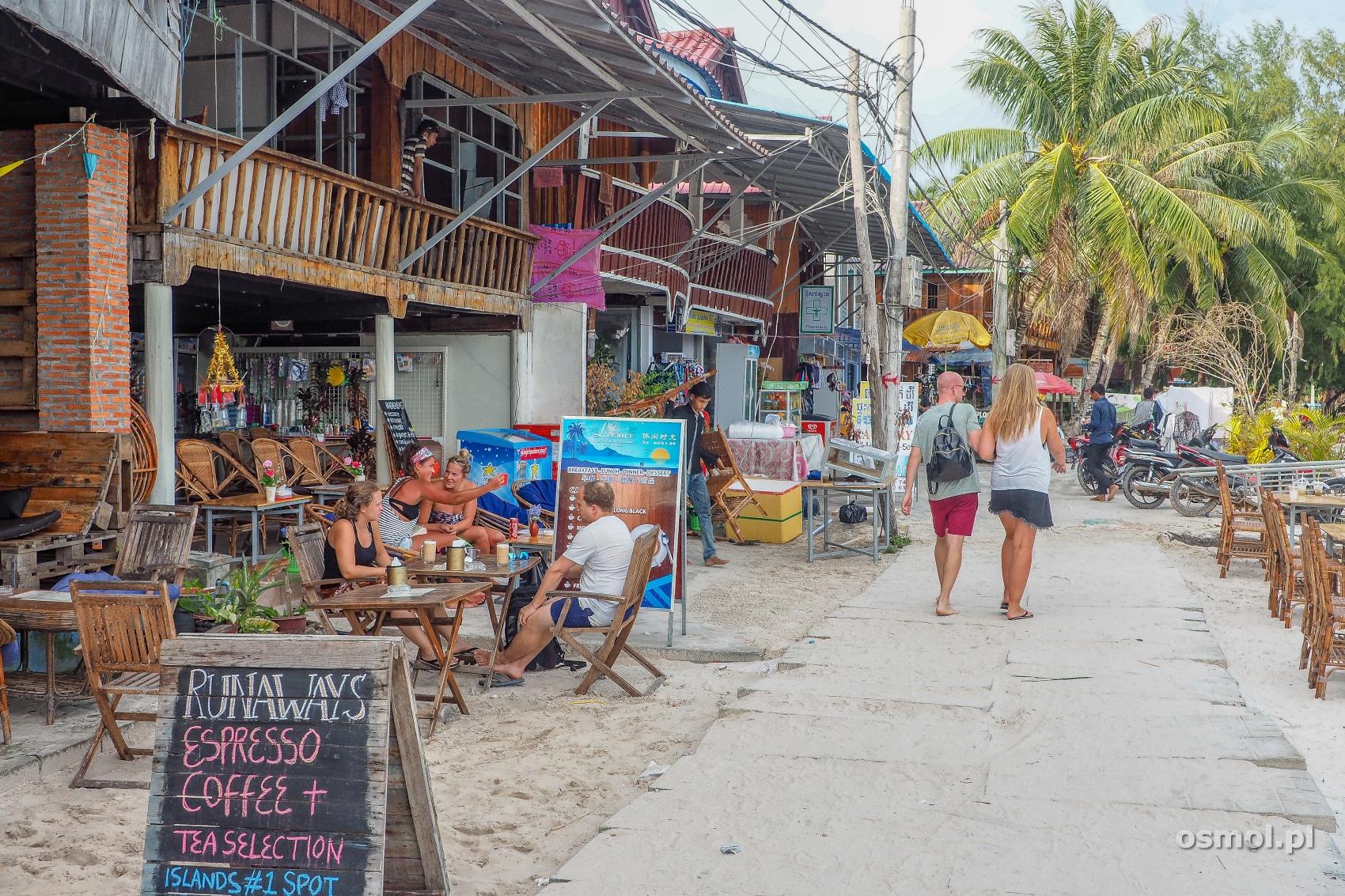 Deptak w Koh Touch - w tej miejscowości zatrzymuję się najwięcej turystów