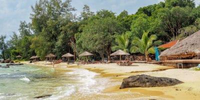 Koh Rong - plaża obok restauracji