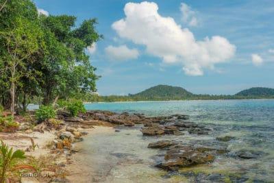 Plaża obok rafy na Koh Rong