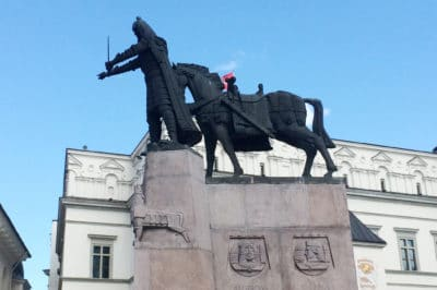 Pomnik Giedymina w Wilnie przypomina pomnik zombie