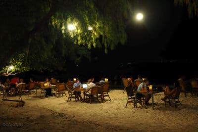 Noc w Koh Touch - restauracja w głównej wiosce wyspy