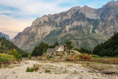 Dom w Albańskich Alpach.