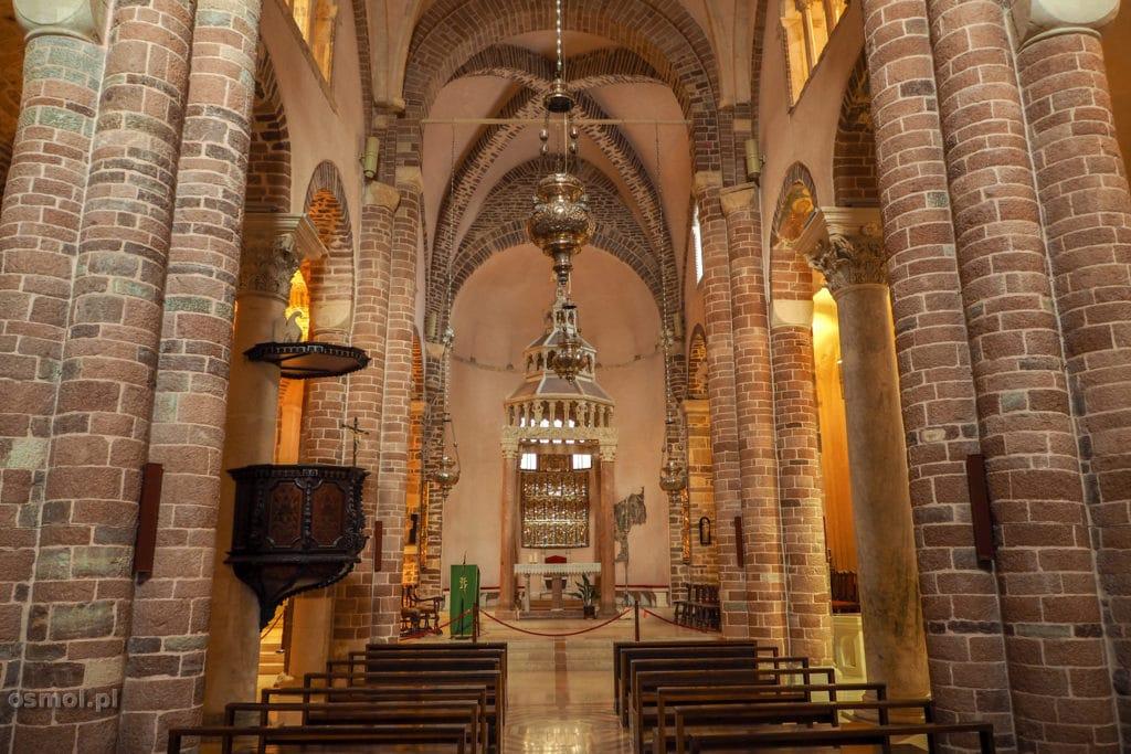 Wnętrze katedry św. Tryfona w Kotorze
