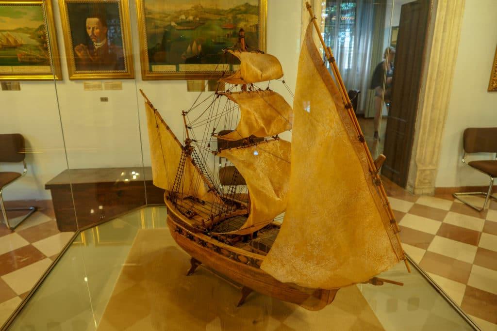 Kotor eksponat w muzeum