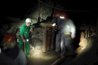 Ustawianie zawalonych kasztów w kopalni