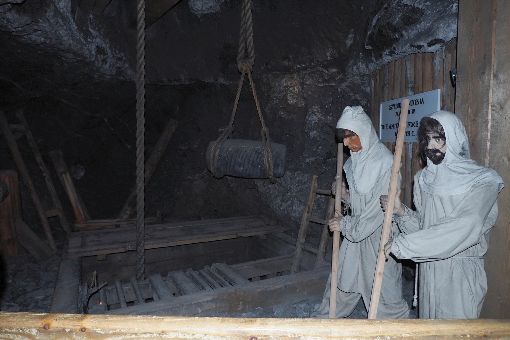 Postacie dawnych górników możemy oglądać w wielu miejscach na trasie turystycznej