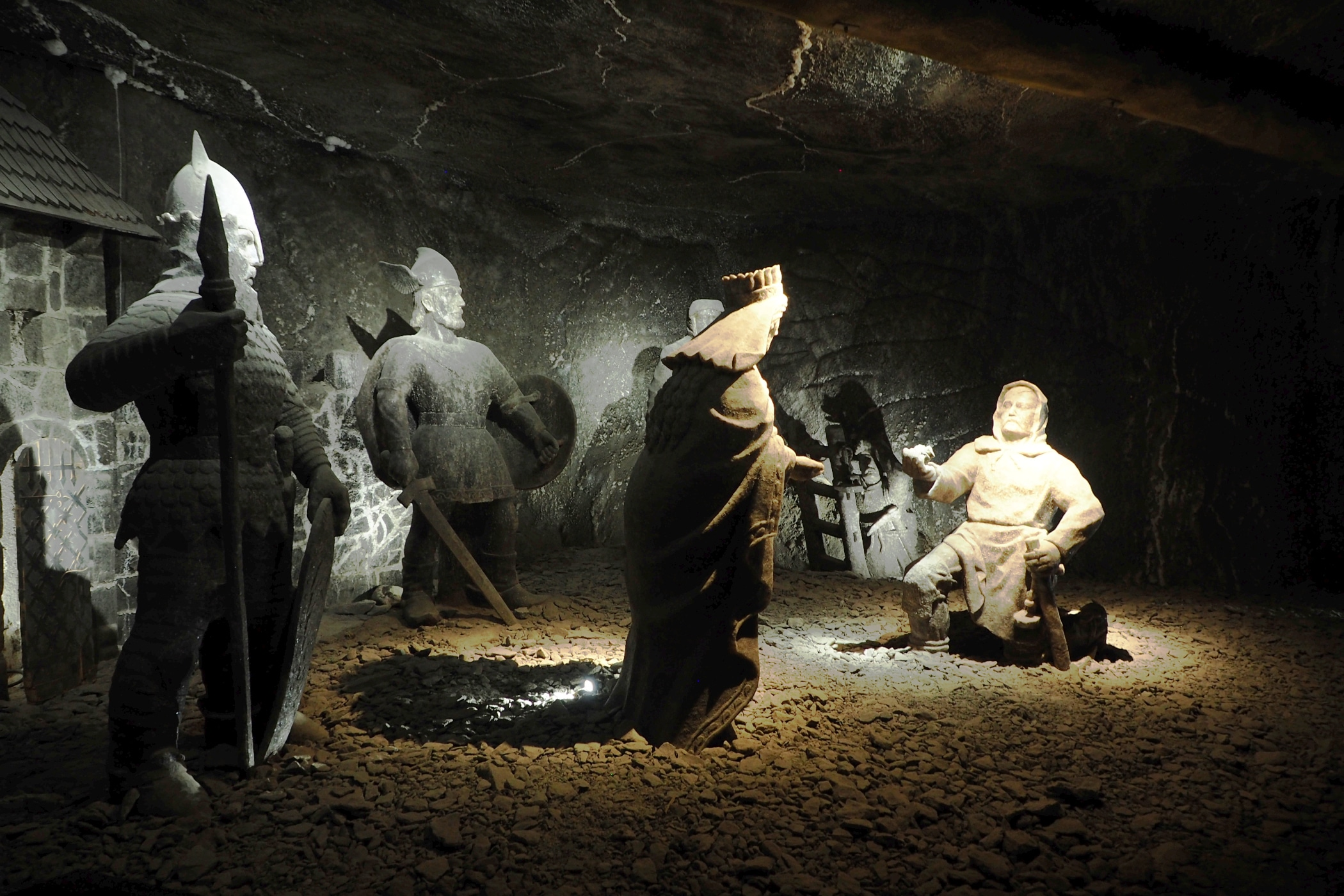 Rzeźby wolne ze św. Kingą w roli głónej