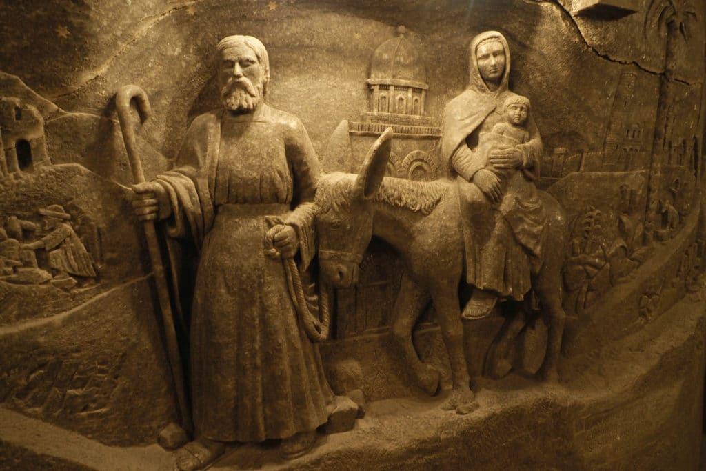 Płaskorzeźba św. rodziny w kaplicy św. Kingi