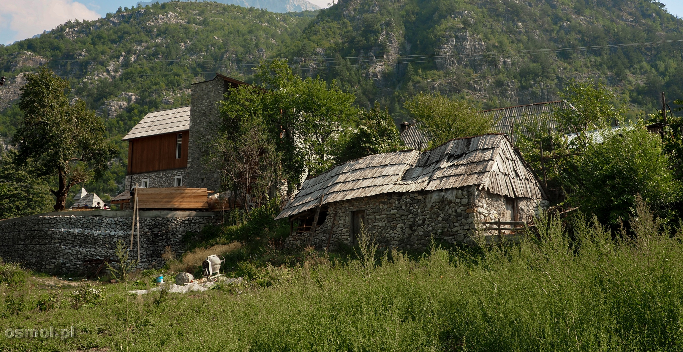 Stare domy w Theth