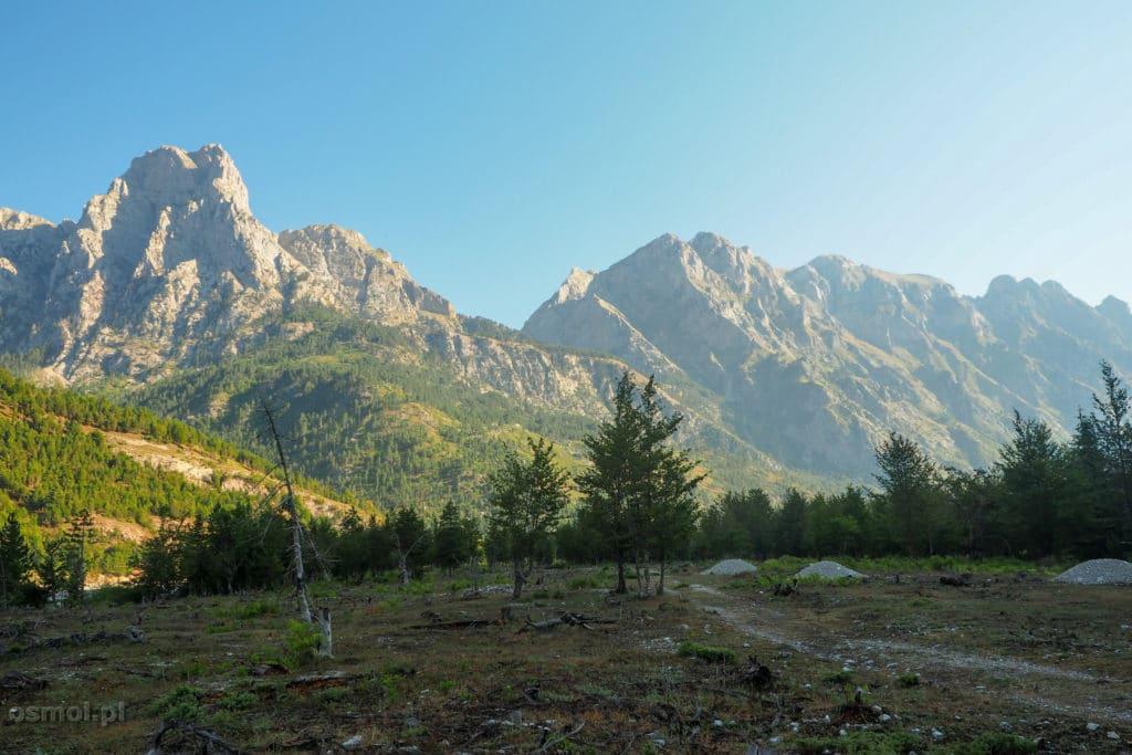 Góry otaczające Dolinę Valbony