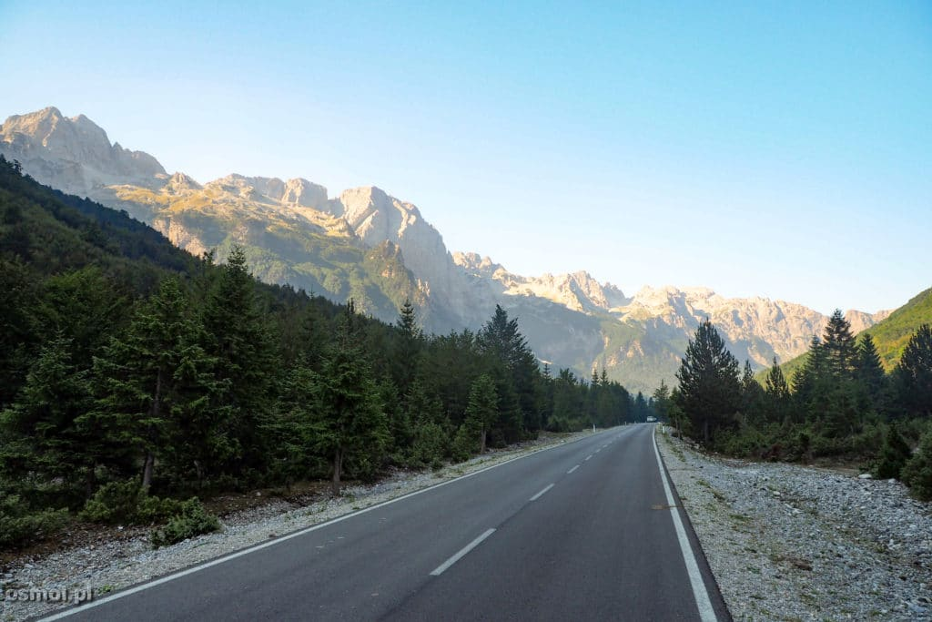 Asfaltow droga w Dolinie Valbony