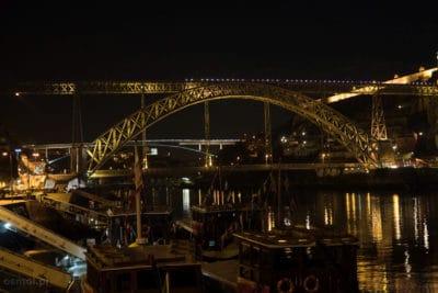 Most Ponte Dom Luís I w Porto nocą