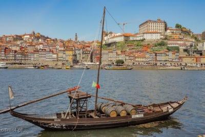 Ribeira w Porto widziana z drugiego brzegu rzeki z Vila Nova de Gaia
