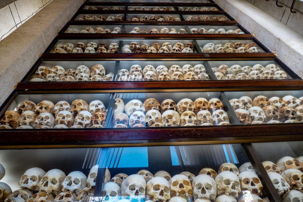 Kaplica czaszek na Polach Śmierci w Phnom Penh