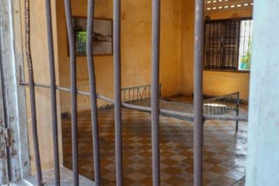 Tuol Sleng jedna z sal przesłuchań więźniów czyli była klasa tutejszej szkoły.