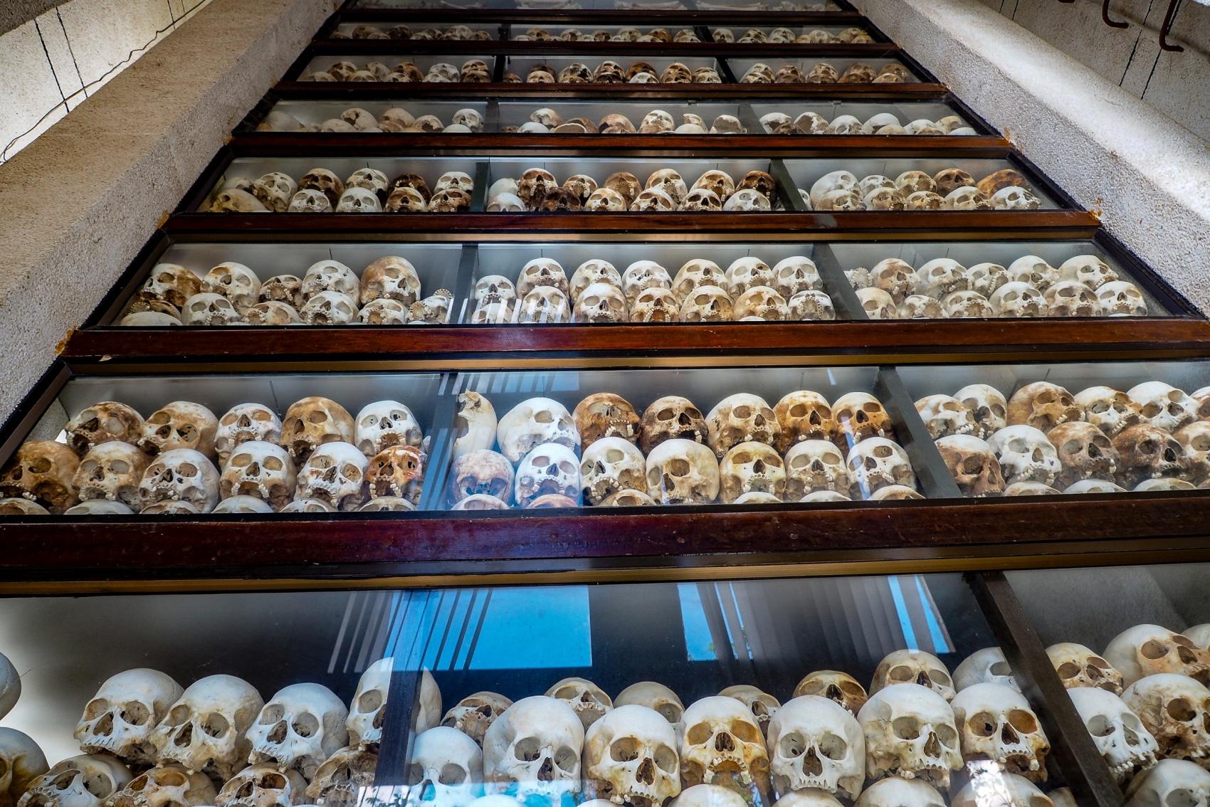 Pagoda czaszek na Polach Śmierci w Phnom Penh