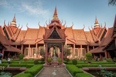 Wewnętrzny dziedziniec Muzeum Narodowego w Phnom Penh