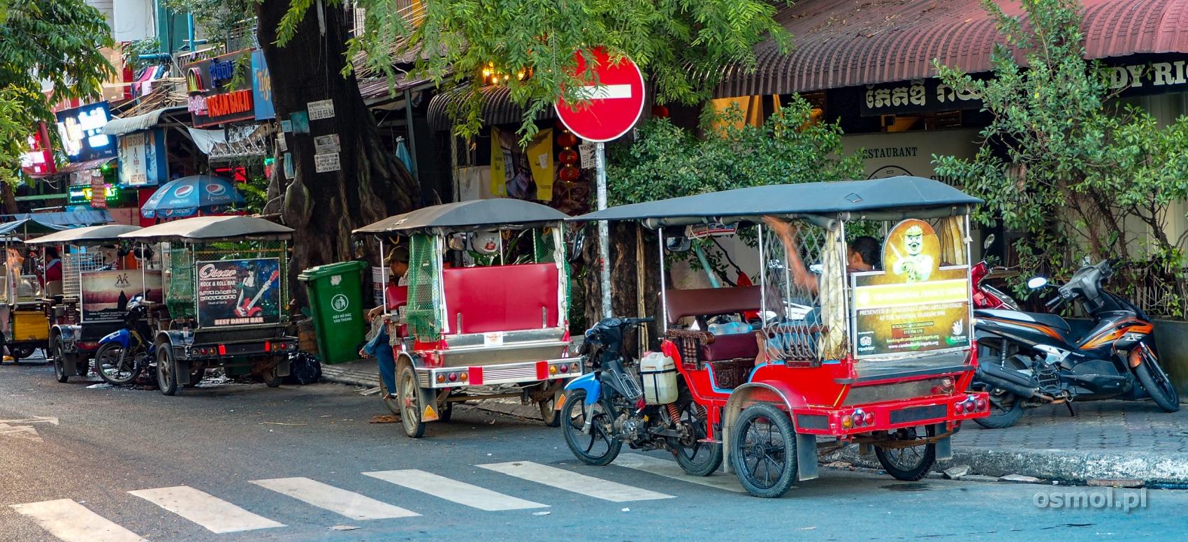 Tuk tuki na ulicach Phnom Penh