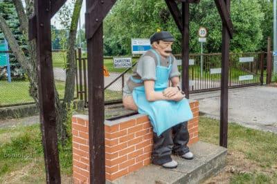 Srający chłopek - nietypowy pomnik w Świdnicy