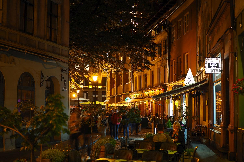 Ryska ulica w nocy.