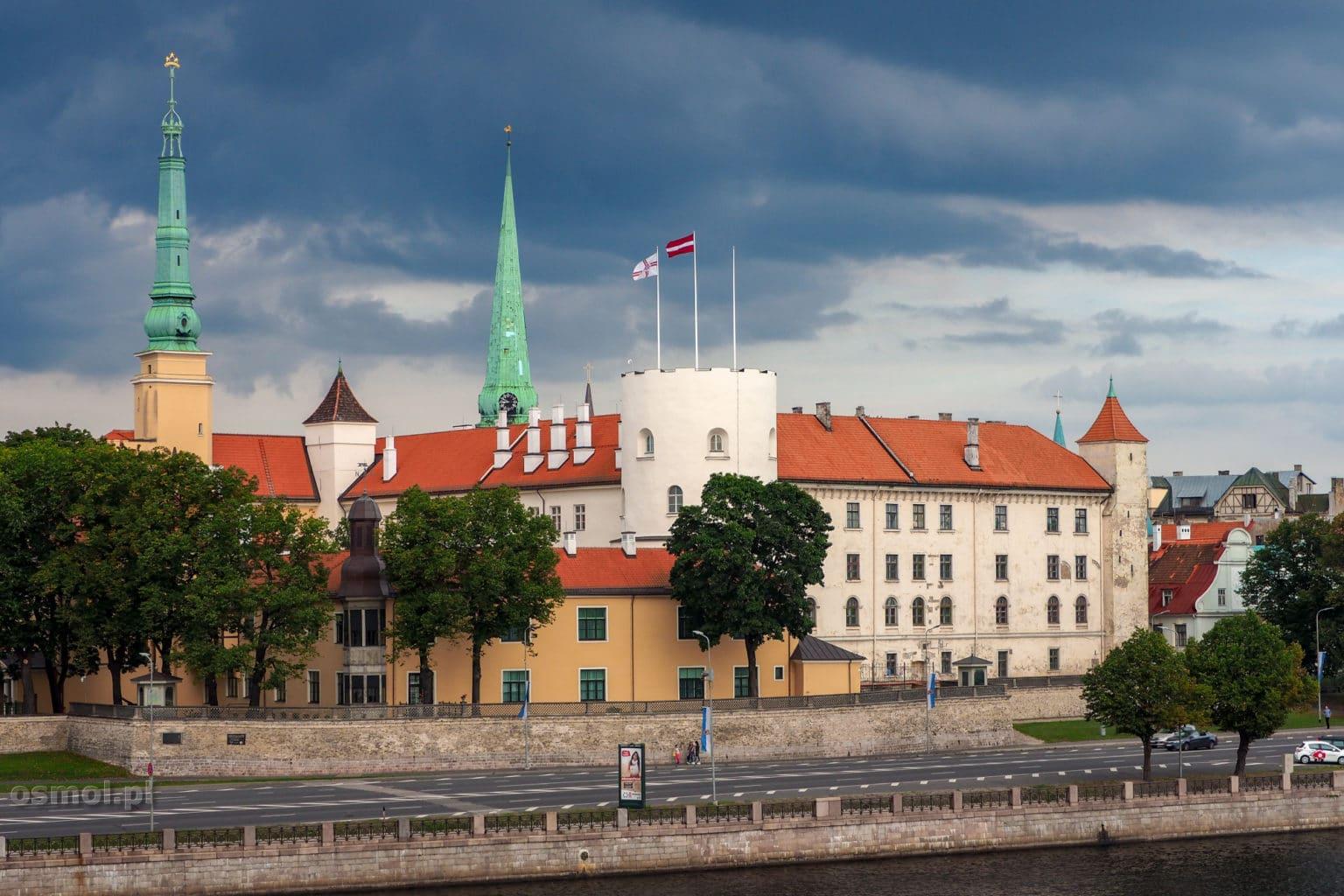 Zamek w Rydze widziany z mostu