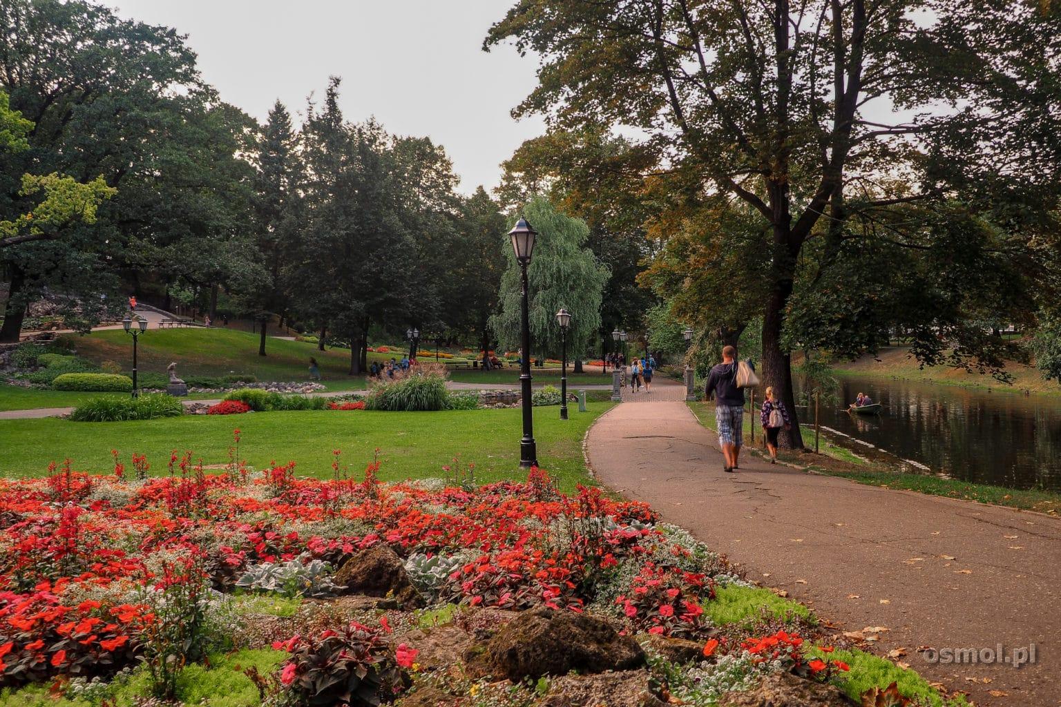 Park przy Pomniku Niepodległości w Rydze