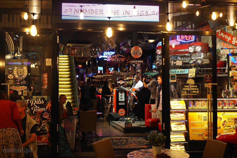 Bar w Rydze. Ryga nie śpi długo w noc... szczególnie weekendową noc