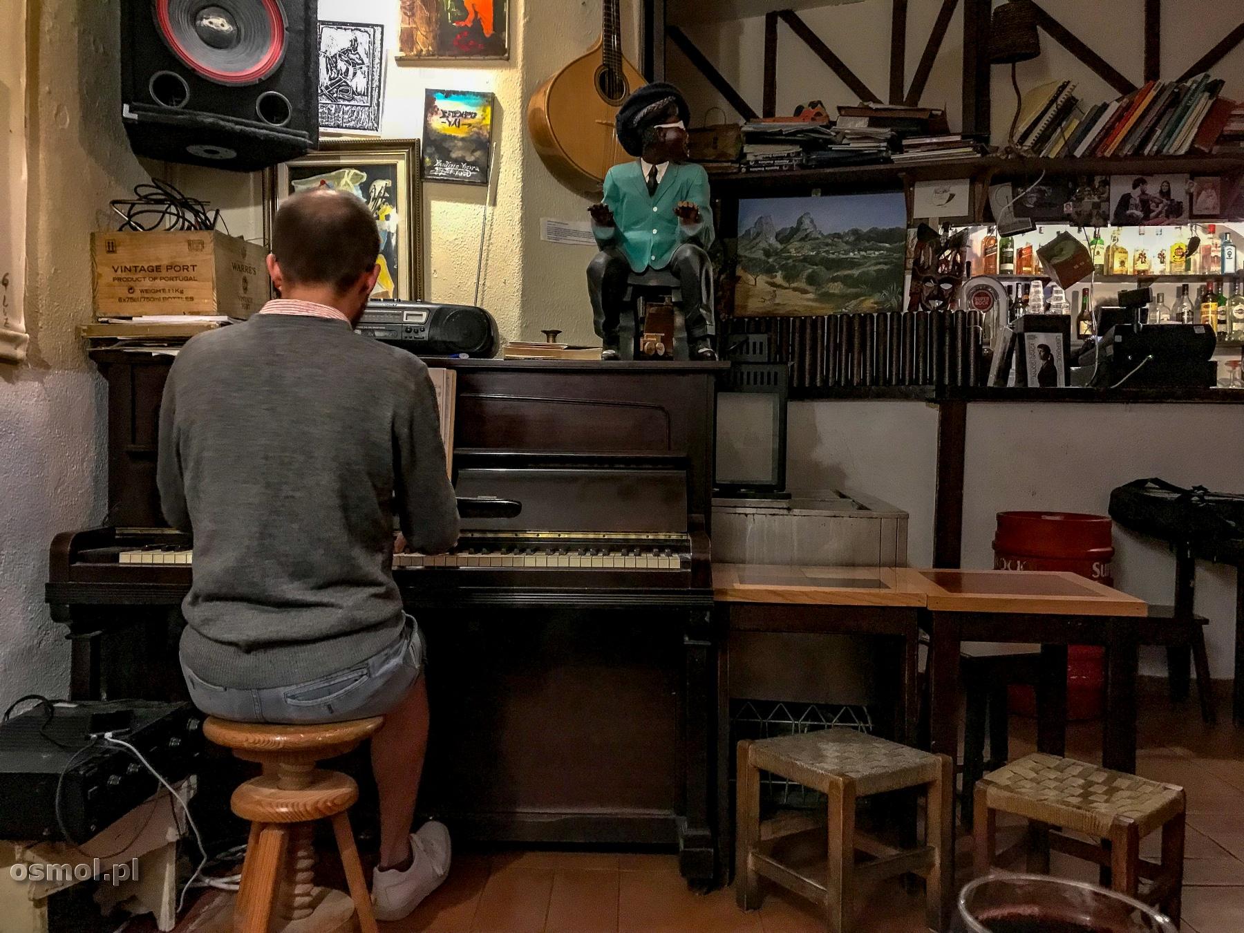 Pianista w barze Tejo w Lizbonie - to od niego wszystko się zaczęło, to on przyciągnął mnie do baru muzyką Chopina.