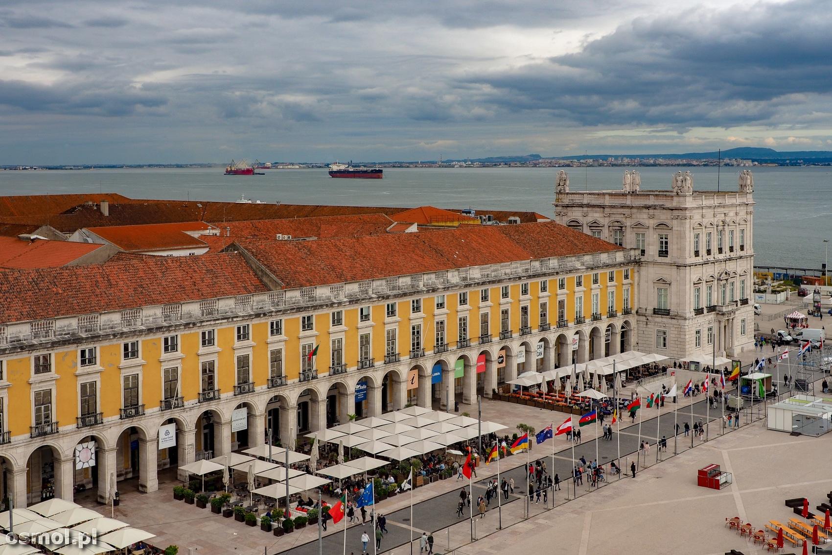 Placa de Comercio w Lizbonie widziany z łuku triumfalnego