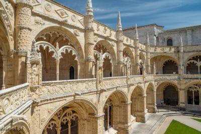 Zdobienia klasztoru Hieronimitów są fantazyjne nie tylko od środka krużganków lecz także z zewnątrz.