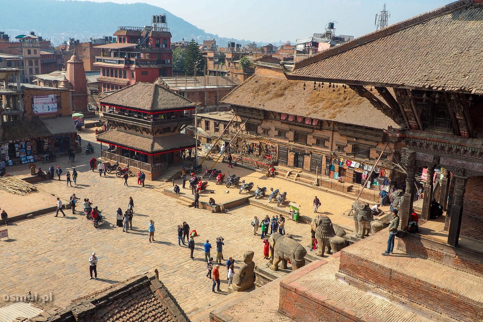 Widok na plac Taumadhi w Bhaktapurze