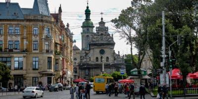 Plac Halicki we Lwowie. Ścisłe centrum Lwowa - plątanina uliczek na których co i rusz natykamy się na zabytki.