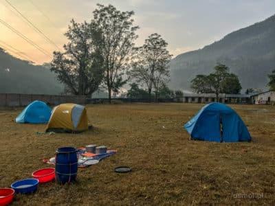 Obóz na noc podczas dwudniowego raftingu w Nepalu