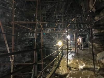 Jaskinia Mahadev - jedna z nielicznych atrakcji Pokhary