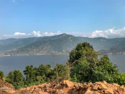 Widok na jezioro Fewa w Pokharze