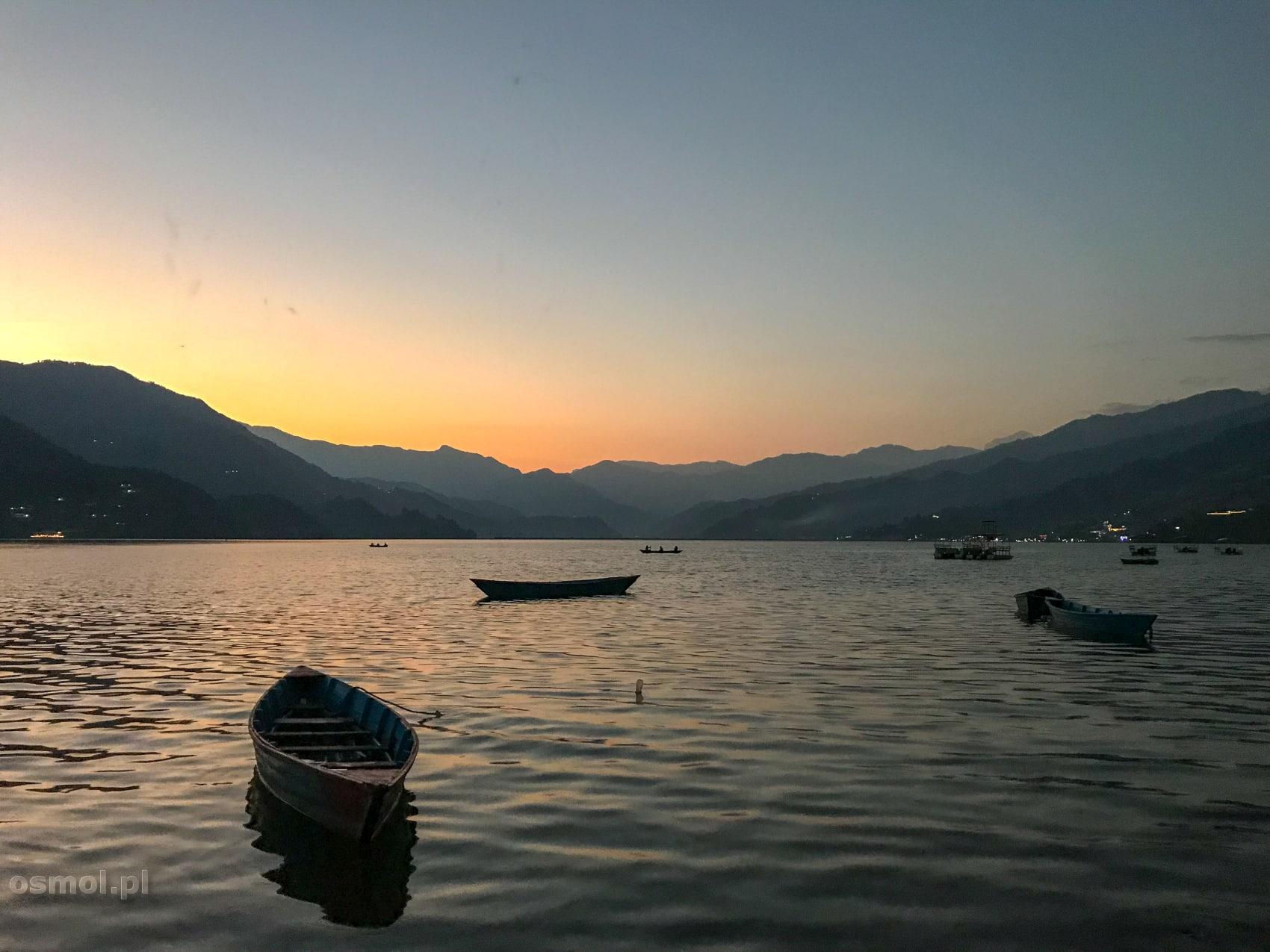 Zachód słońca nad jeziorem Fewa