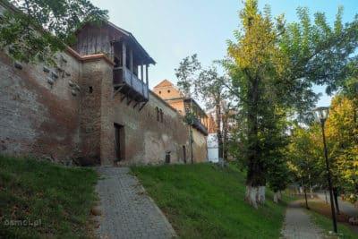 Starem mury obronne Medias. Do dziś pozostało ich całkiem sporo, chociaż część wtopiła się już w nowszą zabudowę.