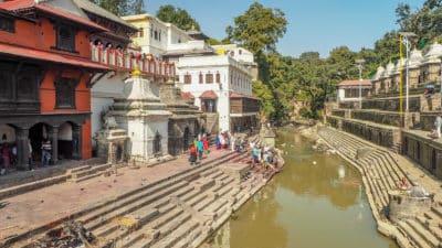 Rzeka Bagnati obok świątyni Paśupatinath