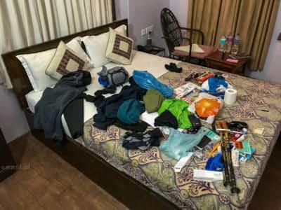 A tu burdel podczas pakowania, kiedy zastanawiałem się, jak to wszystko zapakuję do plecaka. Udało się w miarę bez problemów.