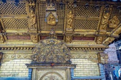 Jedna z mniejszych świątyń w kompleksie Swayambhunath