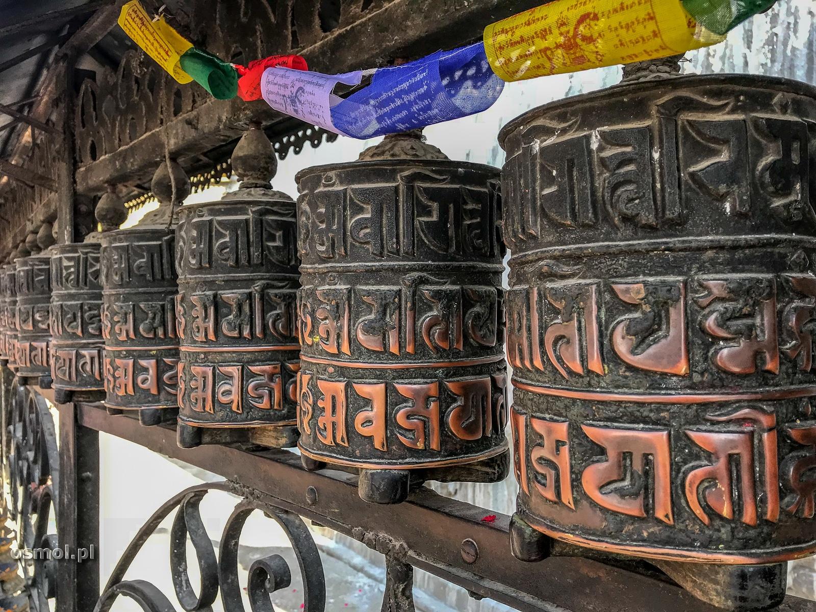 Młynki modlitewne w Swayambhunath - Kathmandu.