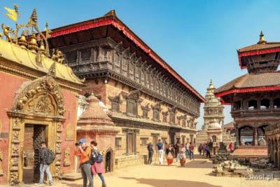 Złota Brama i Pałac Pięćdziesięciu Pięciu okien w Bhaktapurze