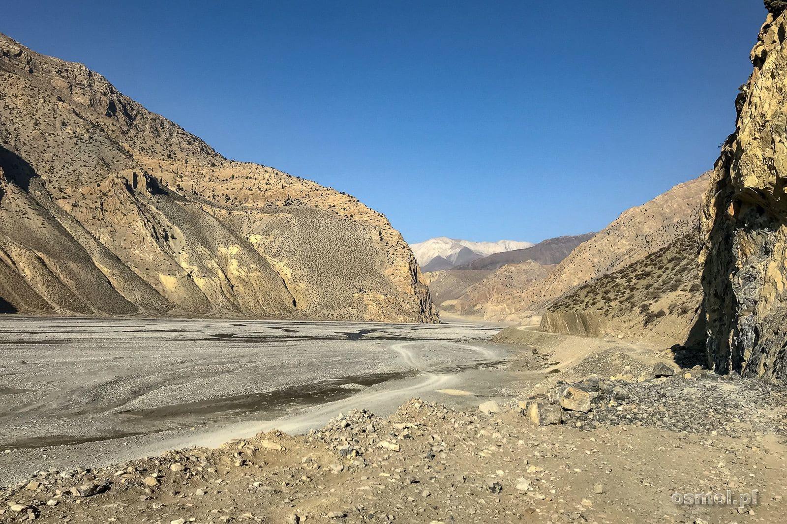 Dolina prowadząca do Jomson.