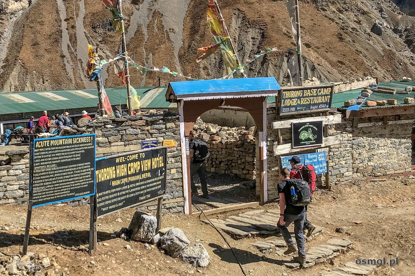 Wejście do obozu Thorong Phedi