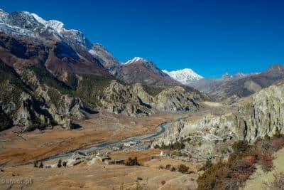 Panorama Himalajow i widok na Bhrakę.
